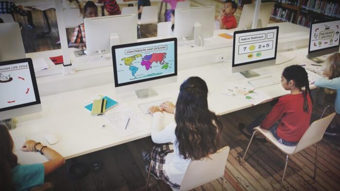Understanding the Roles of Teachers In A Tech Classroom -giving compass
