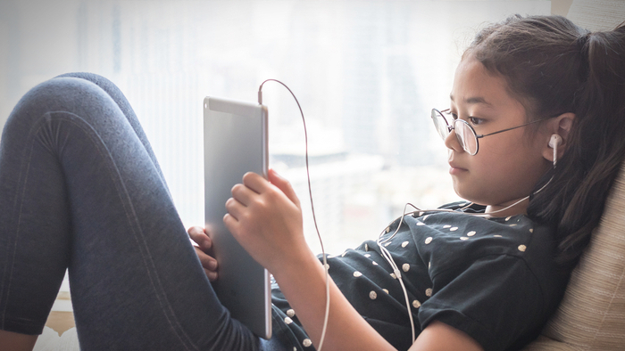 Kids Turn To Screens To Cope With A Chaotic World Futurity >> Kids Use Screens To Cope With A Chaotic World Giving Compass