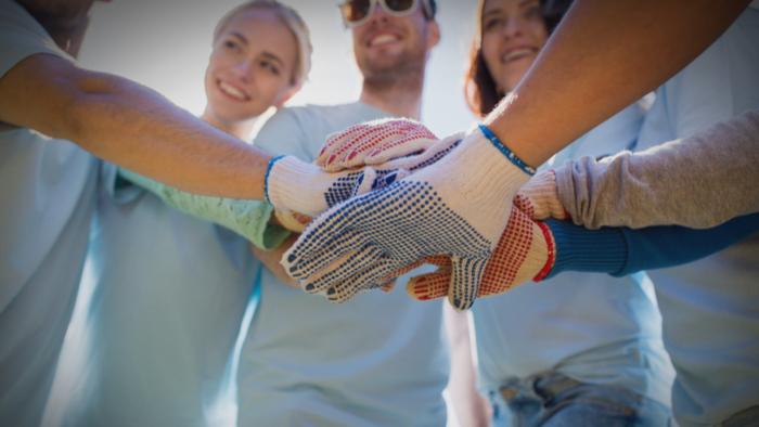4 Reasons Every Teen Should Volunteer Giving Compass